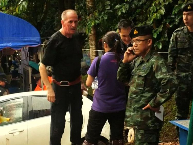 Vern Unsworth with Thai rescue teams