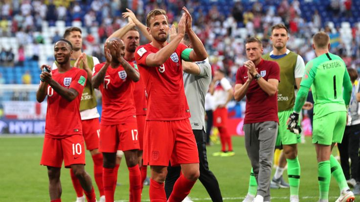 SAMARA, RUSSIA - JULY 07: Harry Kane of England applauds the fans following his sides victory in the 2018 FIFA World Cup Russia Quarter Final match between Sweden and England at Samara Arena on July 7, 2018 in Samara, Russia. (Photo by Clive Rose/Getty Images)